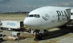 100,000 Pakistanis stranded abroad wish to return, lack of quarantine facilities hindering repatriation